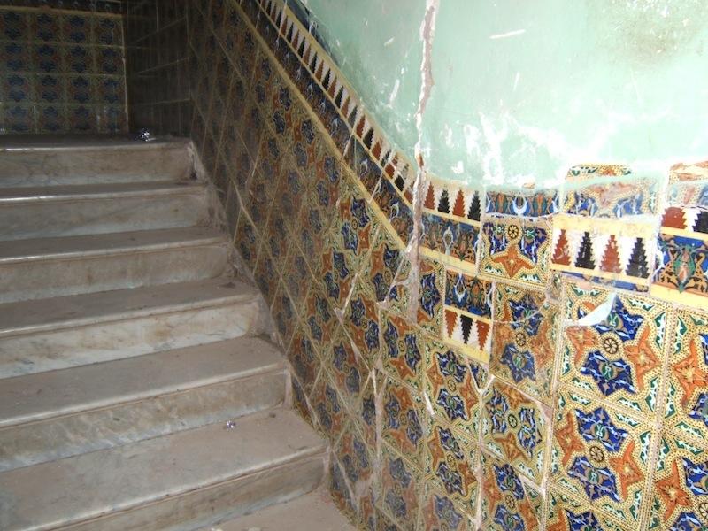 escalier marbre et vieux carreaux. Black Bedroom Furniture Sets. Home Design Ideas